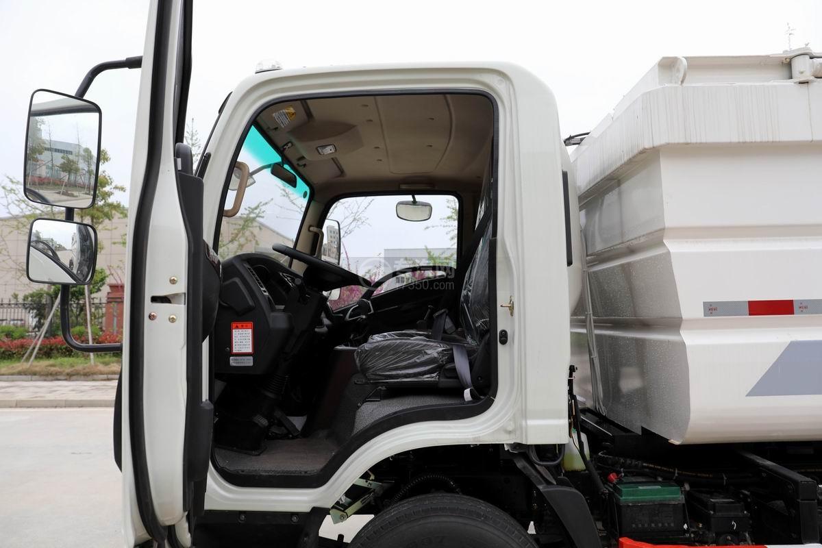 大运新奥普力国六自装卸式垃圾车内部图