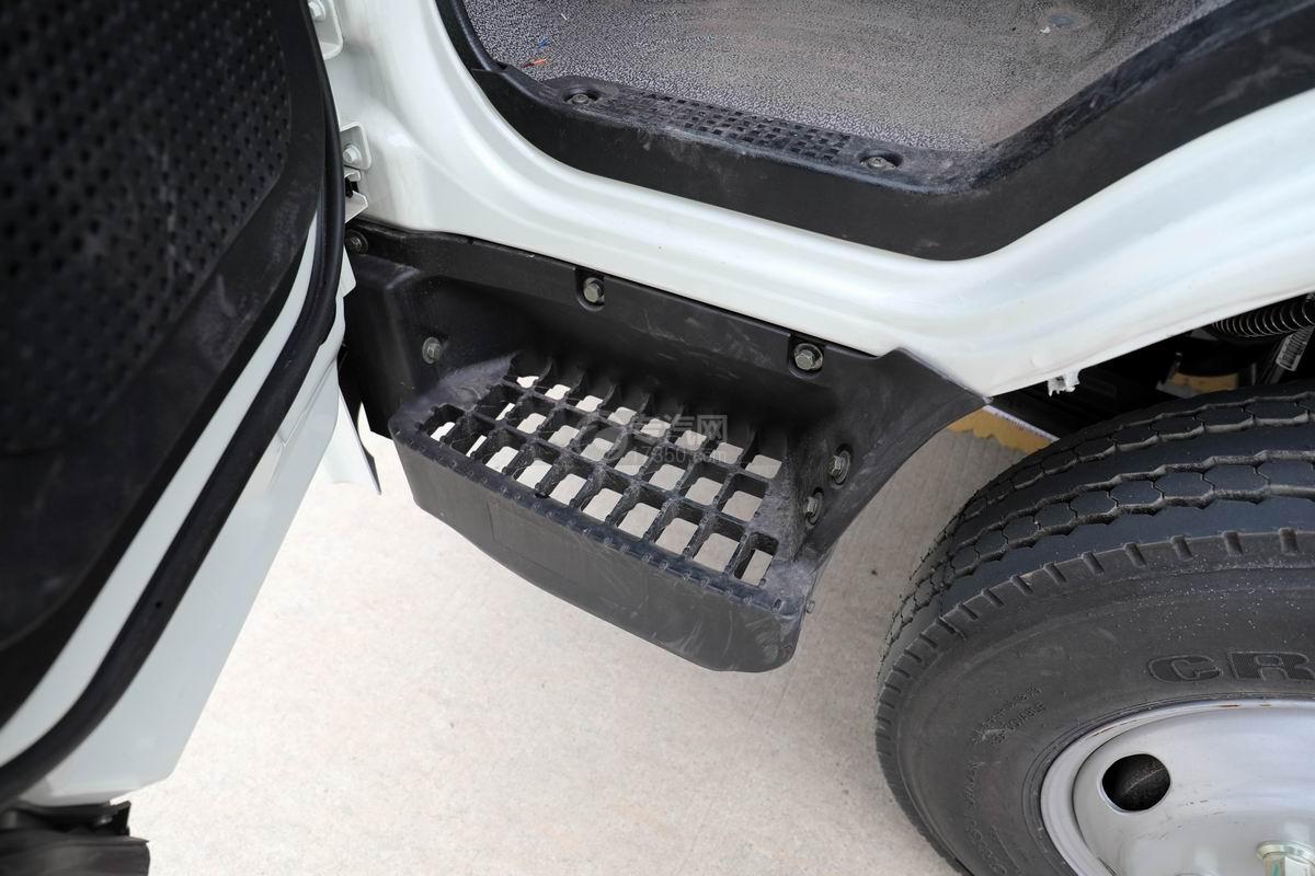大运新奥普力国六自装卸式垃圾车脚踏板