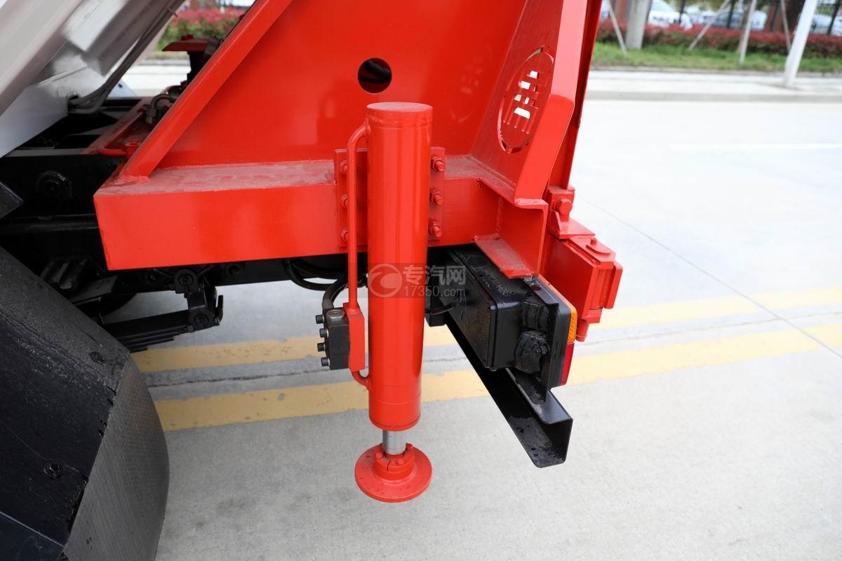 大运新奥普力国六自装卸式垃圾车液压支腿