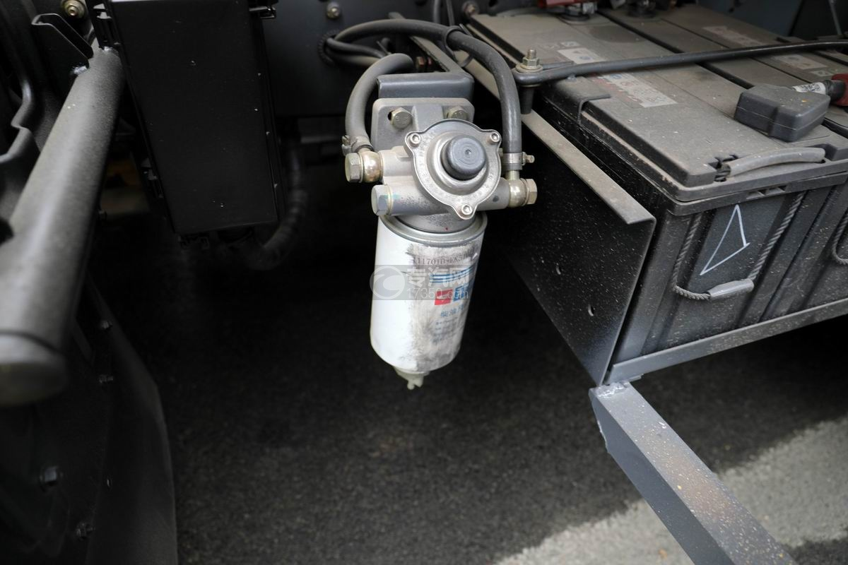 东风多利卡D7国六清洗吸污车油水分离器