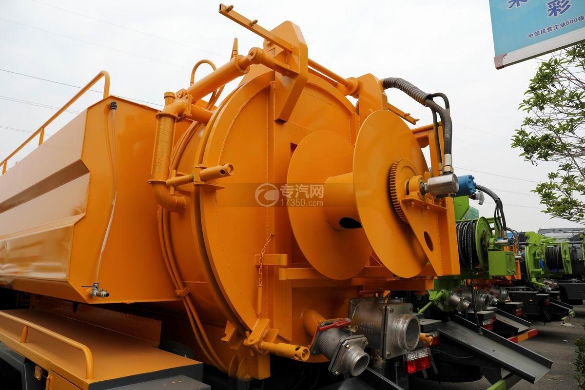 东风多利卡D7国六清洗吸污车后盖细节