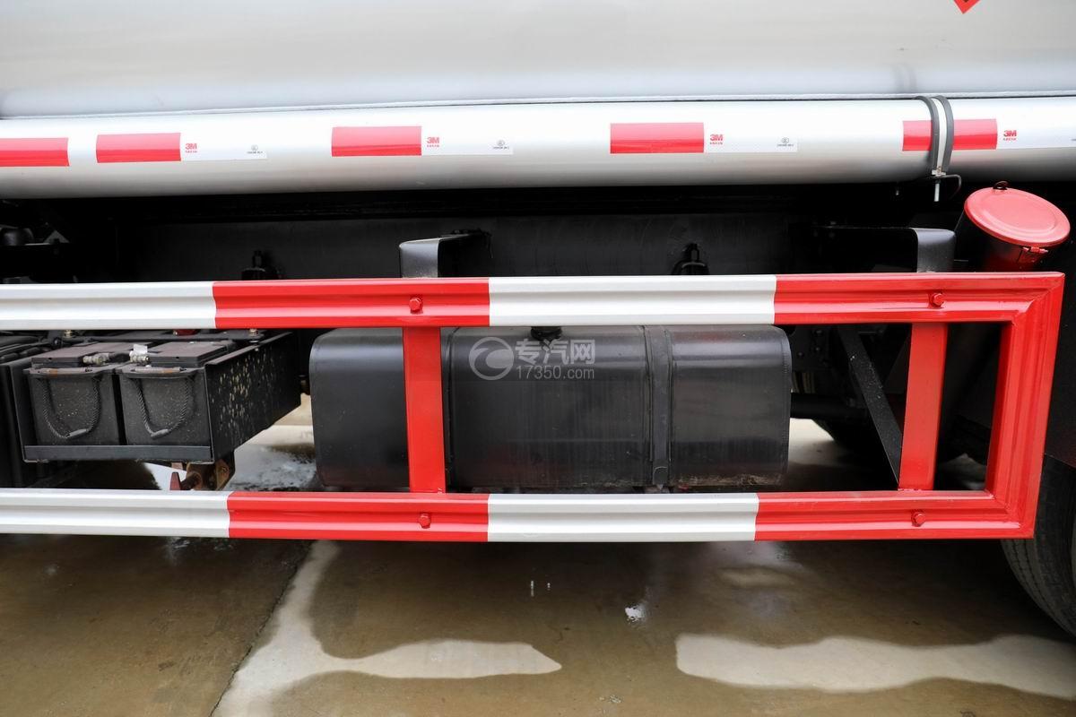 东风多利卡D6国五4.48方加油车油箱