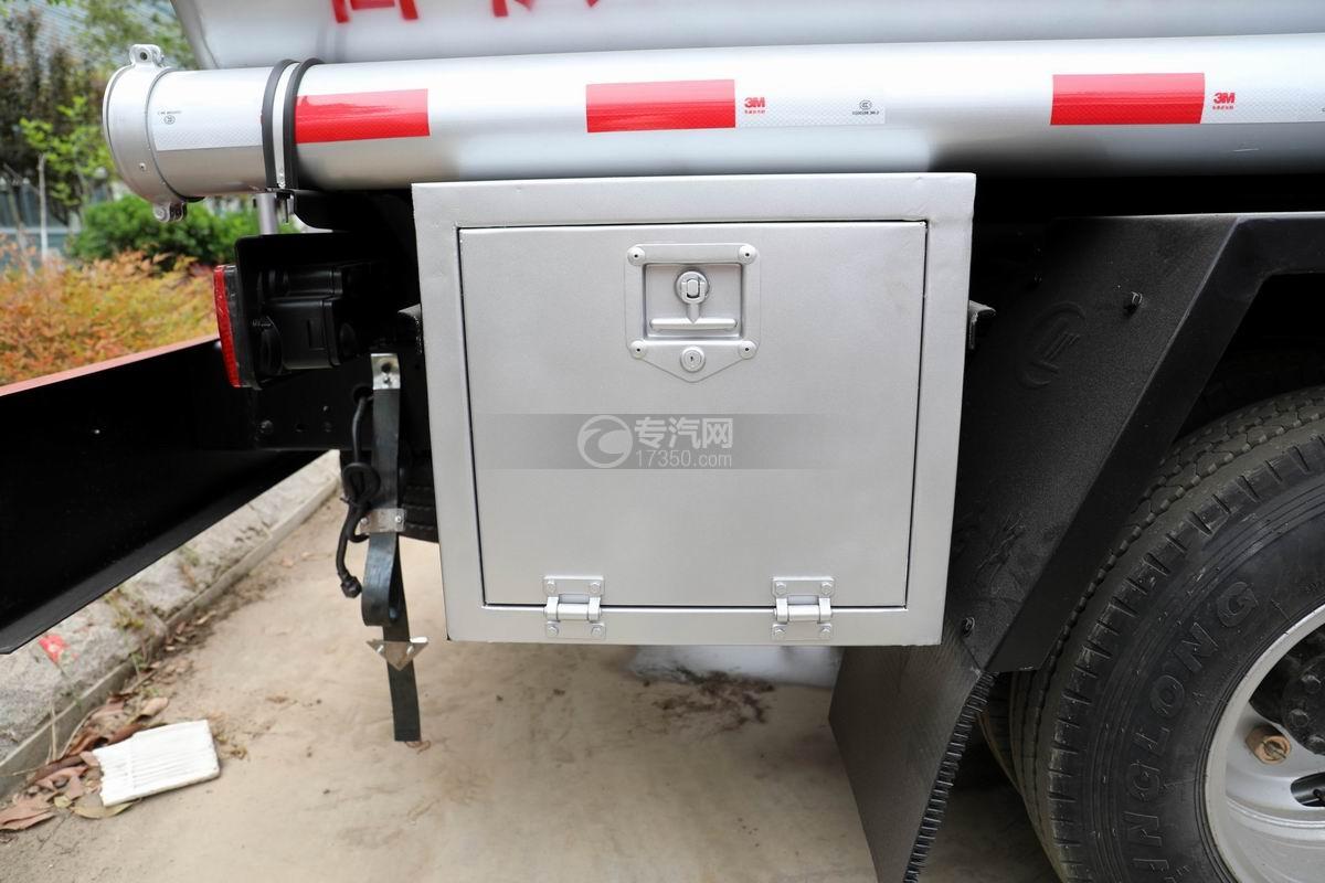 东风多利卡D6国五4.48方加油车工具箱