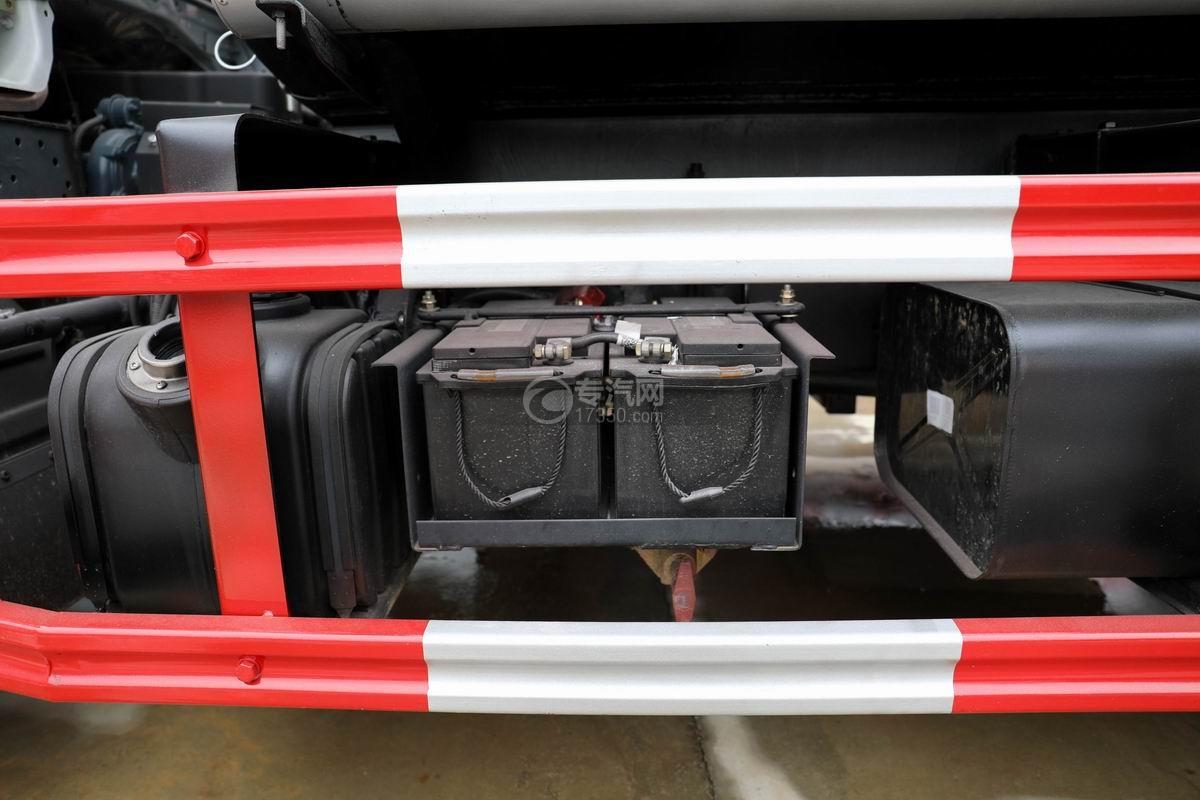 东风多利卡D6国五4.48方加油车蓄电池