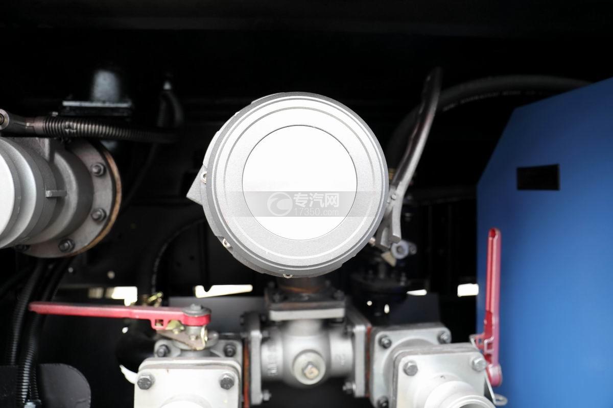 东风多利卡D6国五4.48方加油车细节