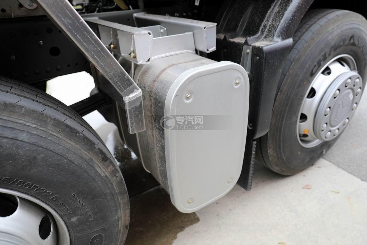 重汽汕德卡前四后八鋁合金運油車尾氣處理裝置