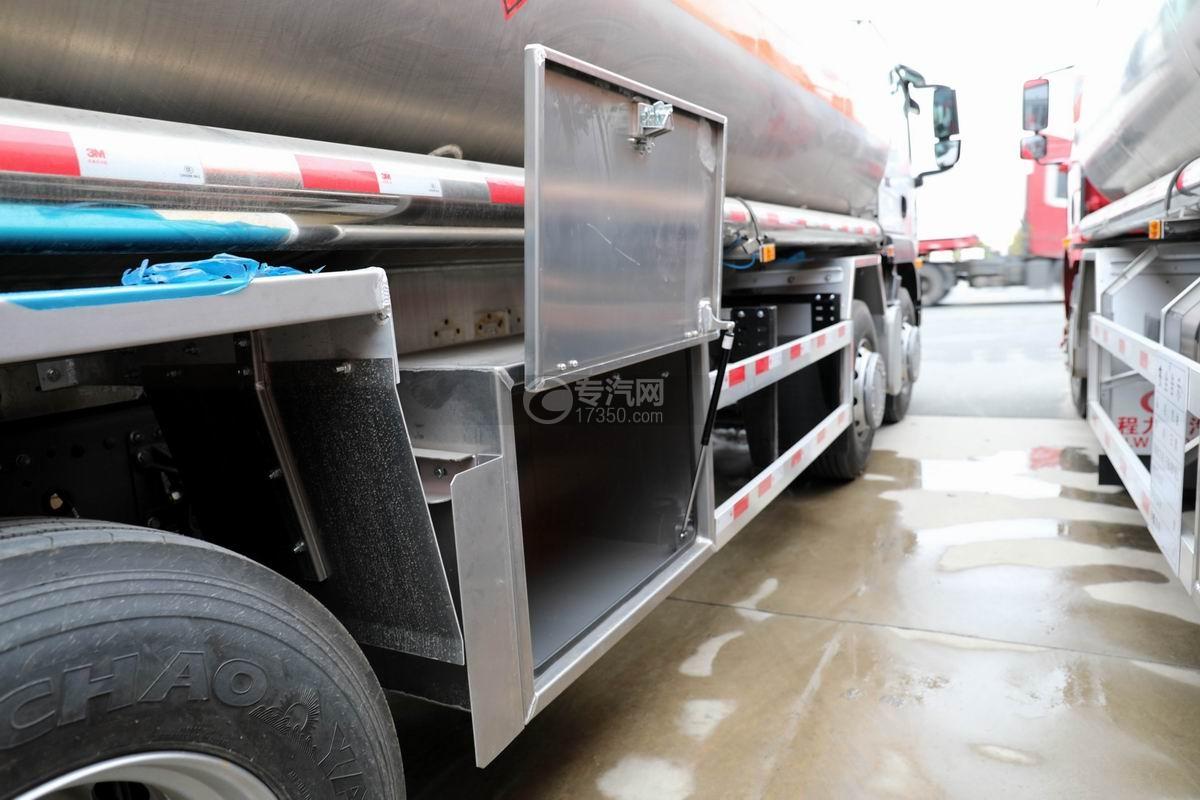 重汽汕德卡前四后八鋁合金運油車卸料箱細節