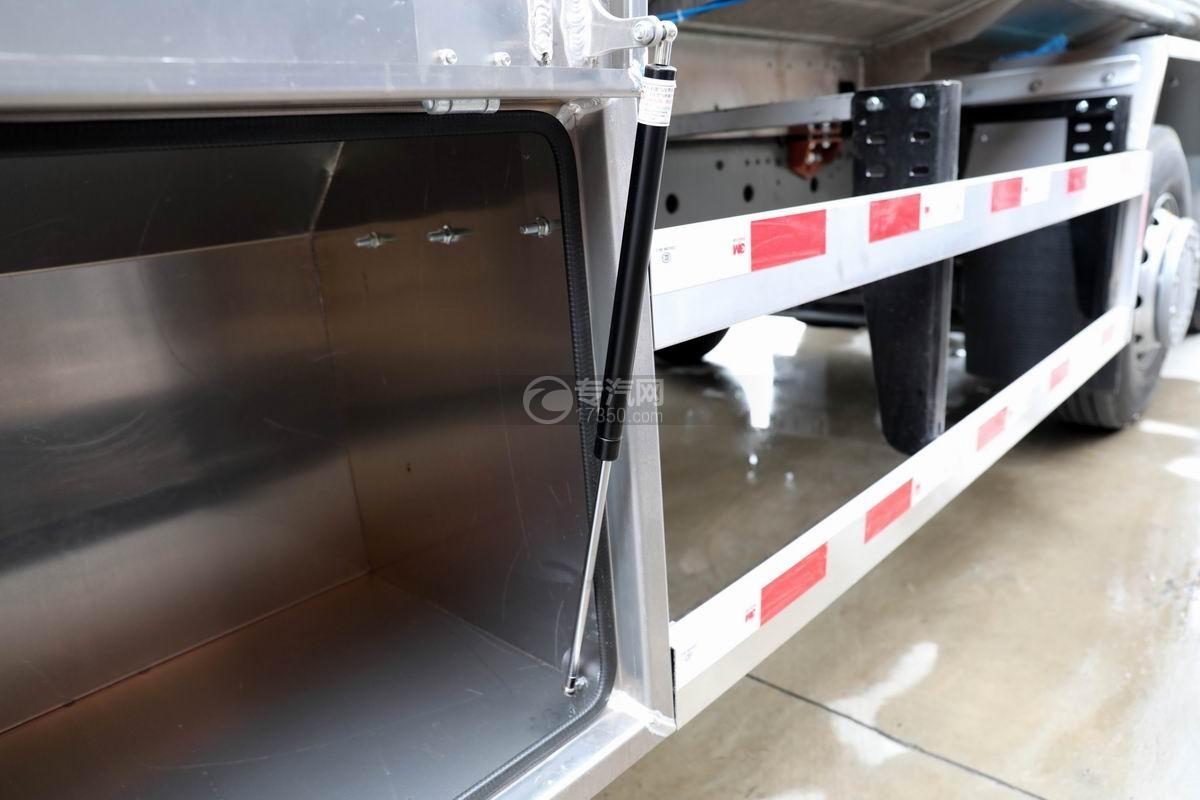 重汽汕德卡前四后八鋁合金運油車卸料箱蓋油缸