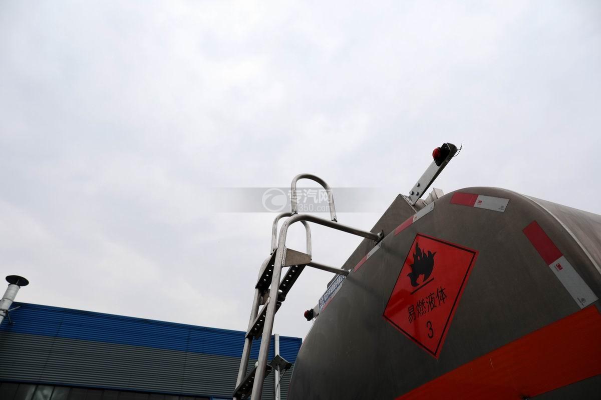 重汽汕德卡前四后八鋁合金運油車安全梯細節