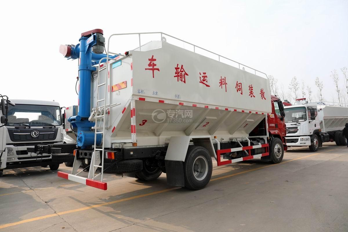 东风柳汽乘龙散装饲料运输车侧后方图
