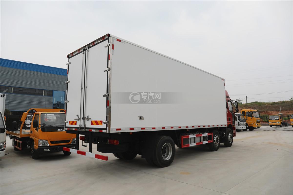 解放J6小三轴国五8.7米冷藏车右后图