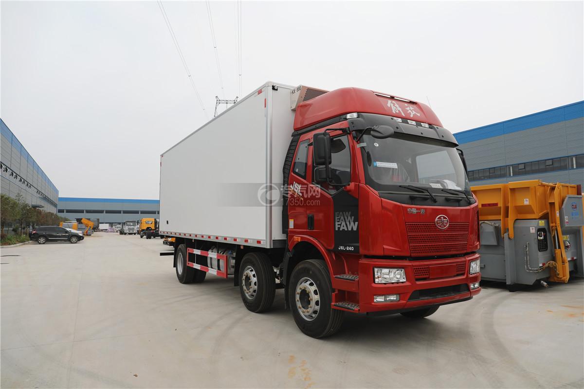 解放J6小三轴国五8.7米冷藏车右前图