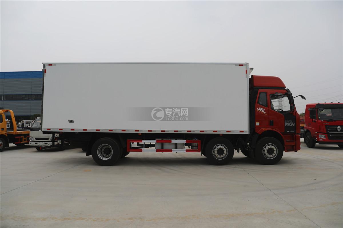 解放J6小三轴国五8.7米冷藏车右侧图