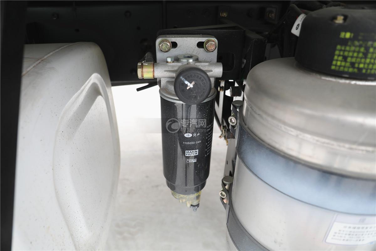 解放J6小三轴国五8.7米冷藏车滤芯