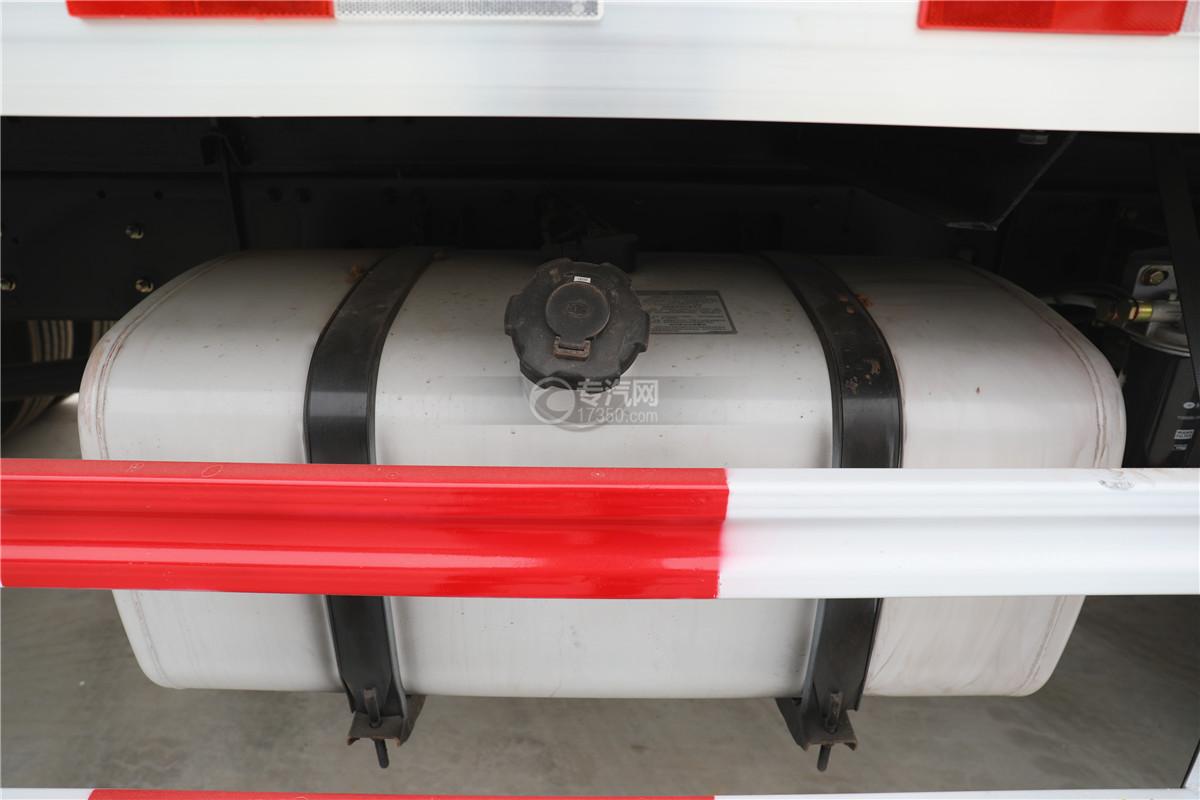 解放J6小三轴国五8.7米冷藏车油箱