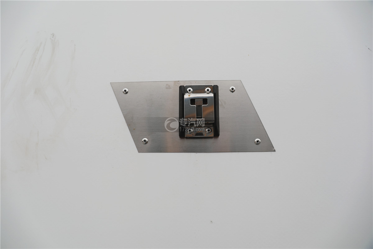 解放J6小三轴国五8.7米冷藏车扣环