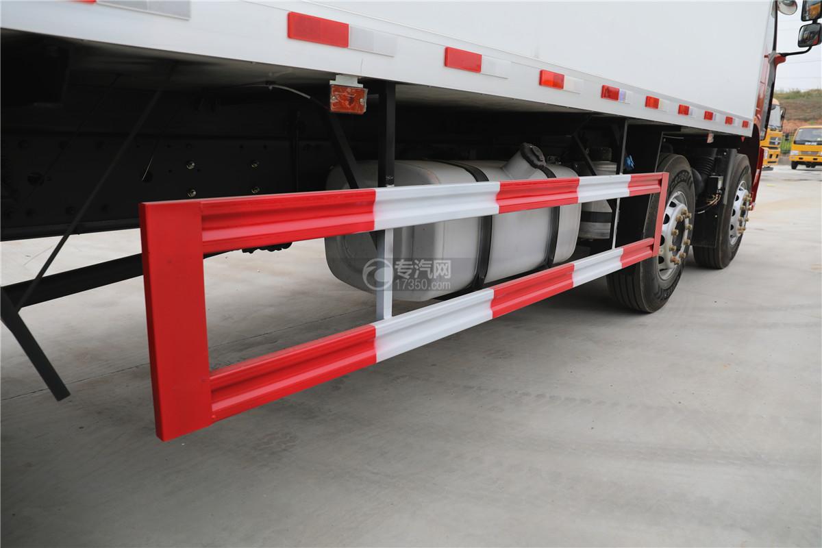 解放J6小三轴国五8.7米冷藏车下防护