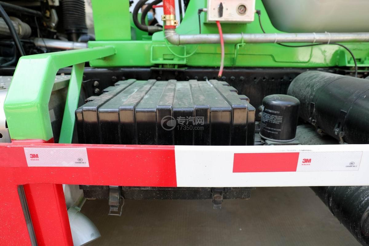 陕汽德龙F3000后双桥4.05方搅拌车蓄电池
