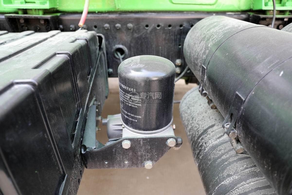 陕汽德龙F3000后双桥4.05方搅拌车空气干燥器