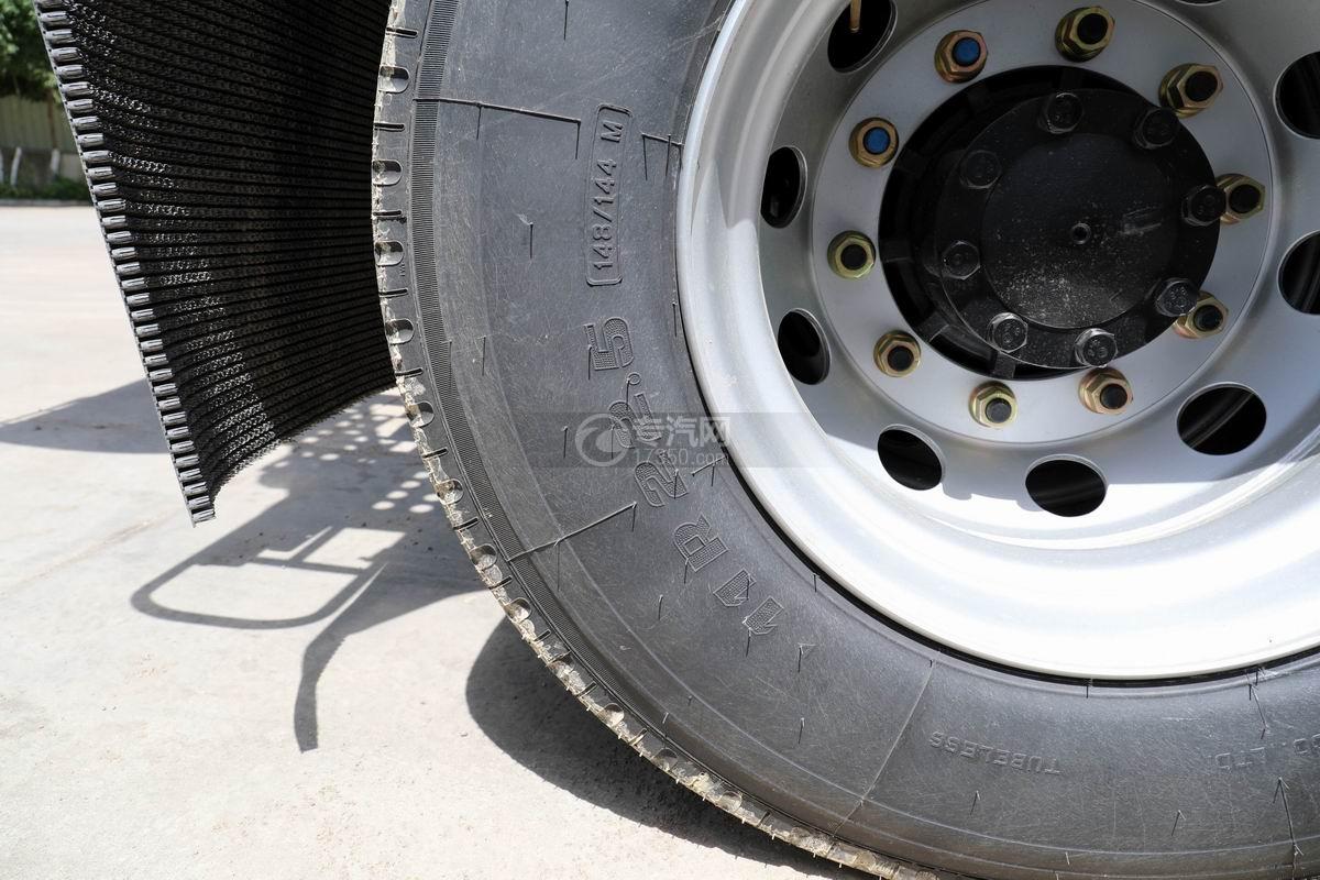东风天锦前四后八8方搅拌车轮胎细节
