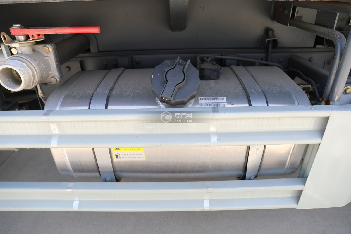大运新奥普力国六30米抑尘车油箱
