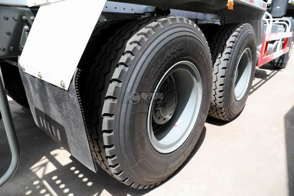 重汽豪沃后双桥4方搅拌车轮胎