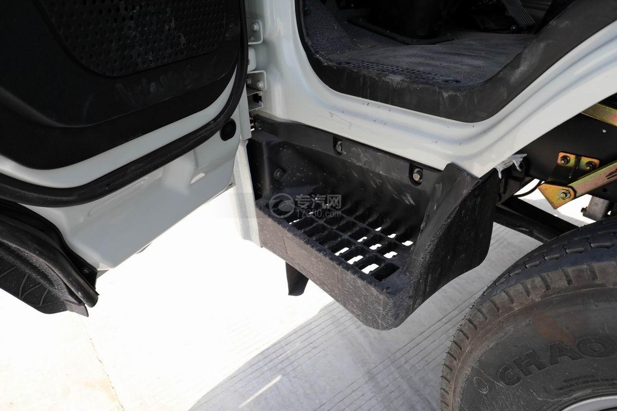 大运新奥普力单排国六车厢可卸式垃圾车脚踏板