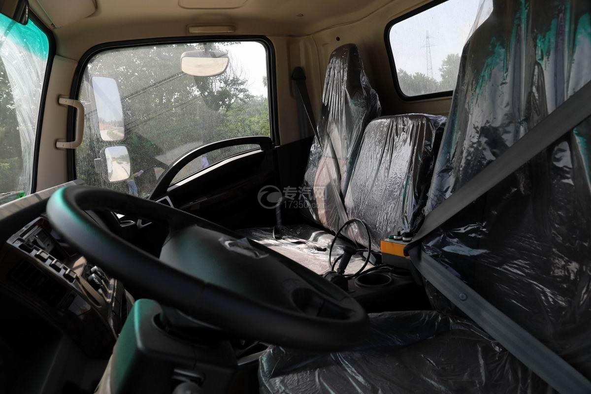 大运新奥普力单排国六车厢可卸式垃圾车驾驶室内图部