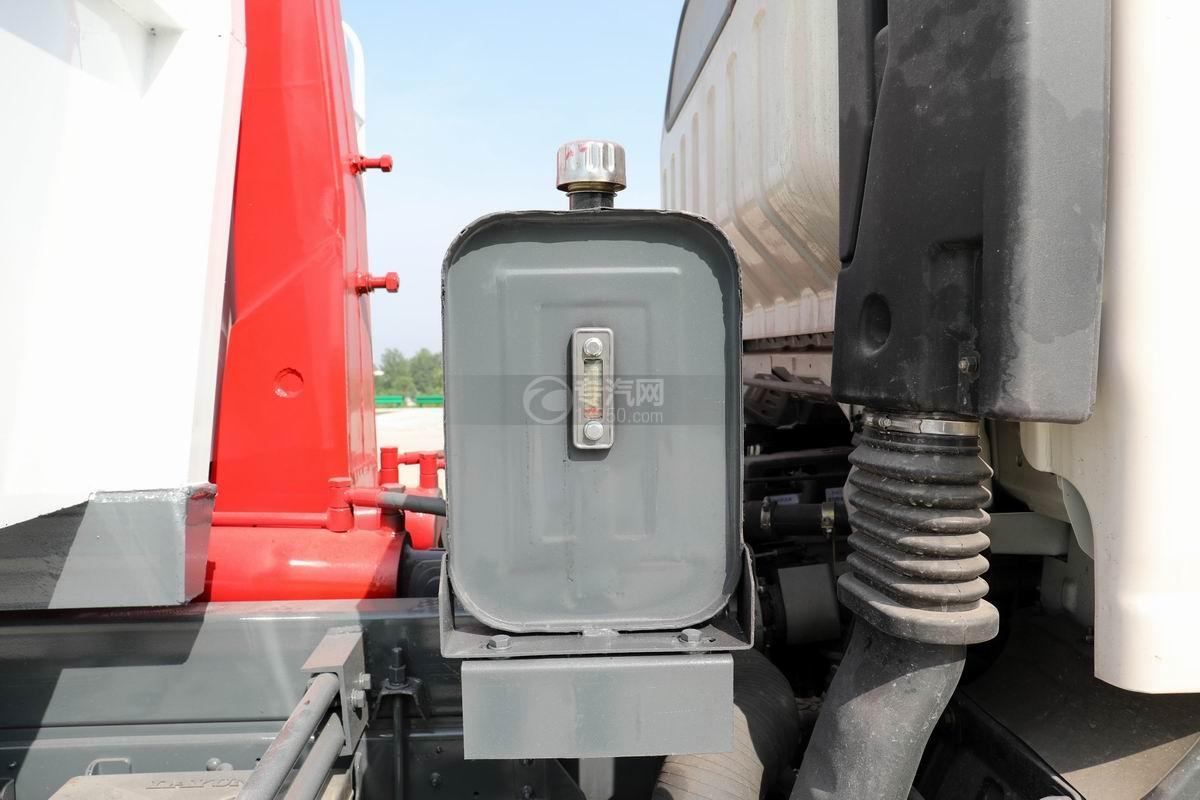 大运新奥普力单排国六车厢可卸式垃圾车液压油箱