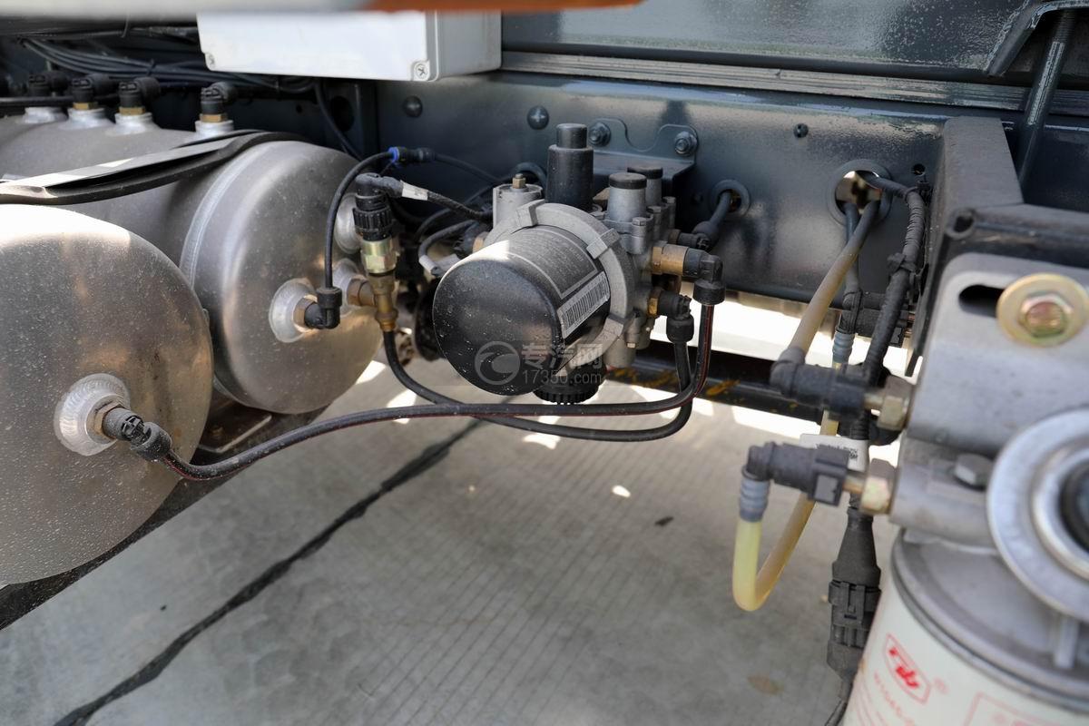 大运新奥普力单排国六车厢可卸式垃圾车干燥罐