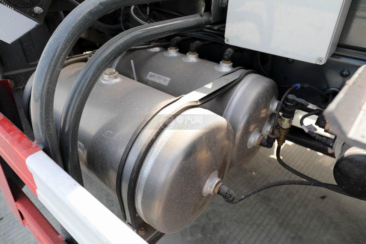 大运新奥普力单排国六车厢可卸式垃圾车储气罐