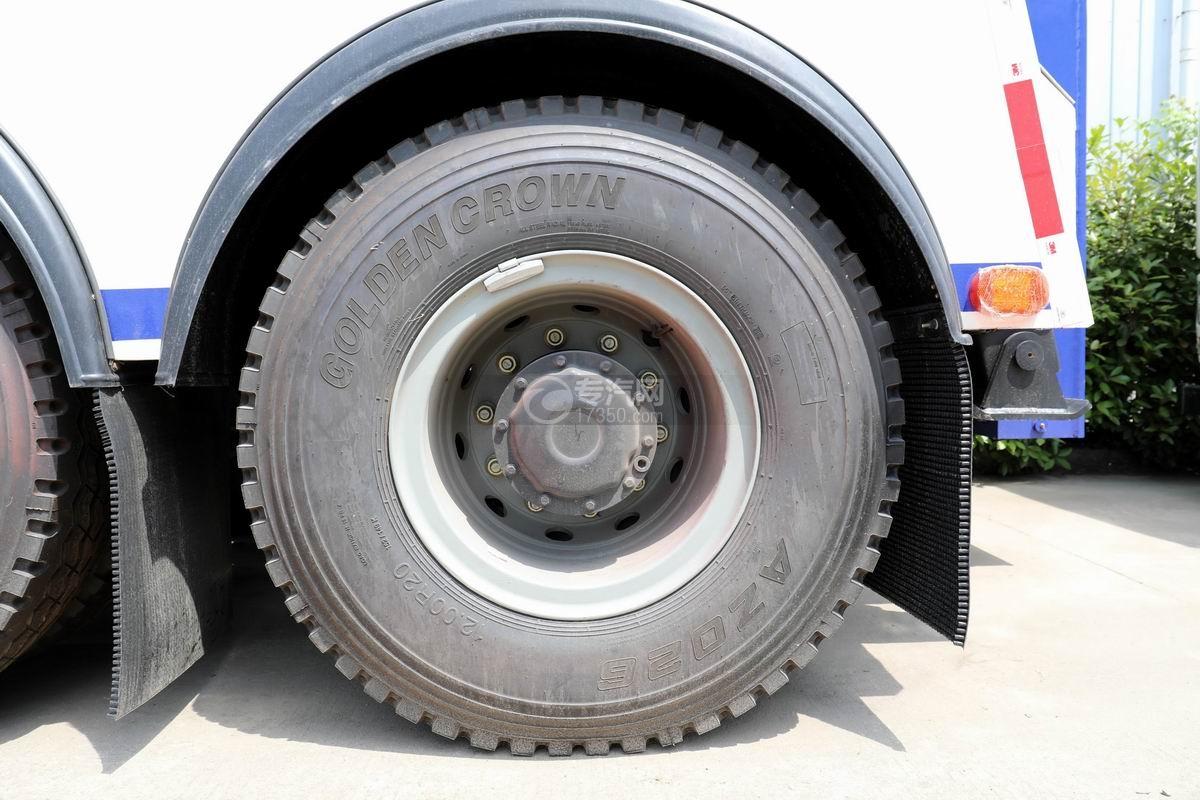 陕汽德龙新M3000后双桥国六拖吊联体清障车轮胎