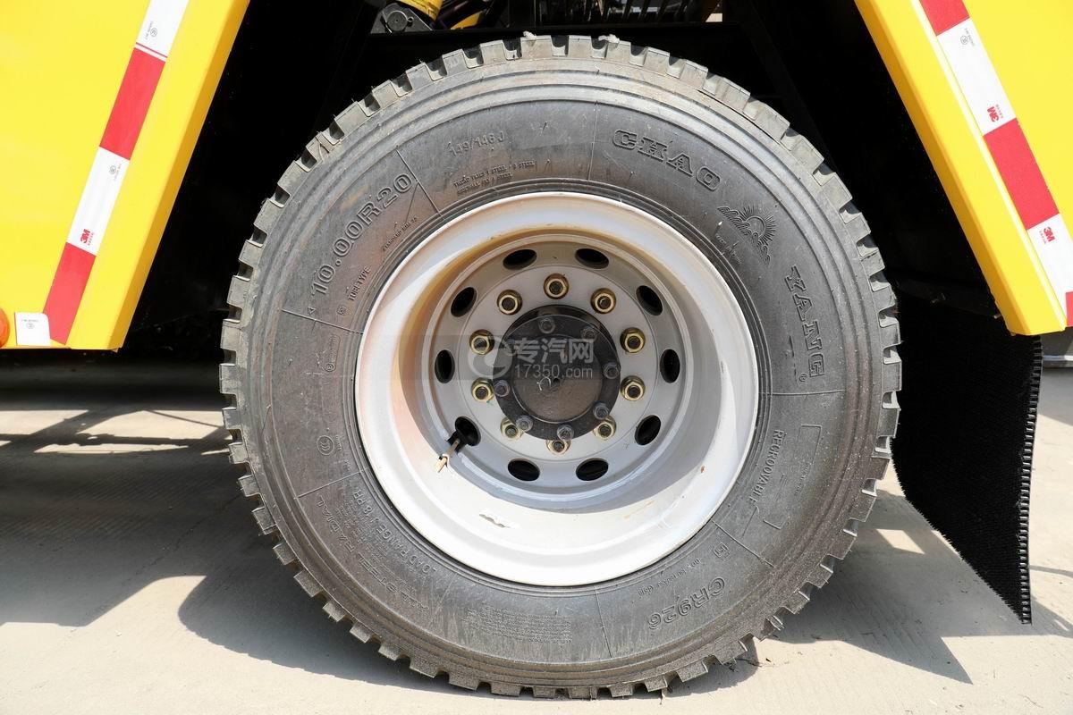 解放龙V单桥拖吊联体清障车轮胎
