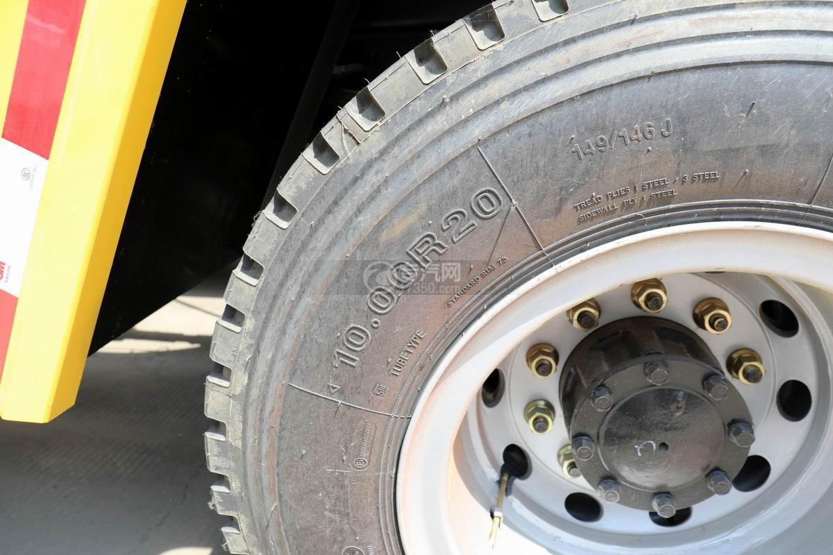 解放龙V单桥拖吊联体清障车轮胎细节