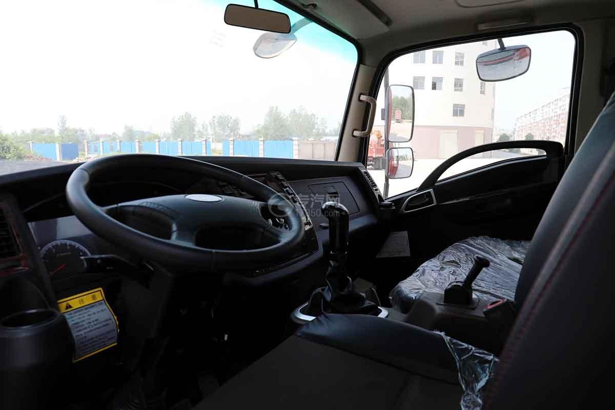 大运新奥普力国六单排平板运输车驾驶室内部图