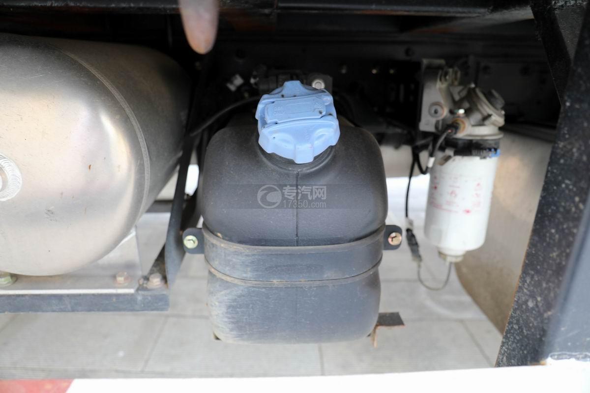 大运新奥普力国六单排平板运输车尿素箱