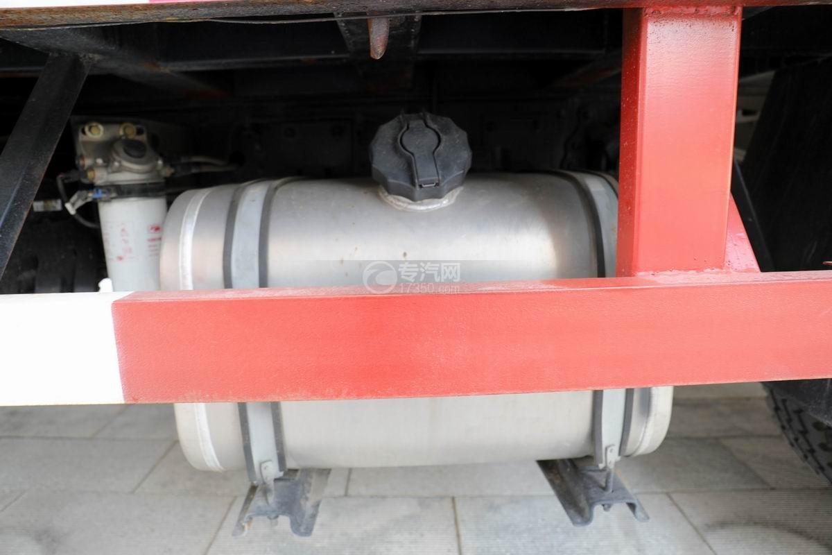大运新奥普力国六单排平板运输车油箱