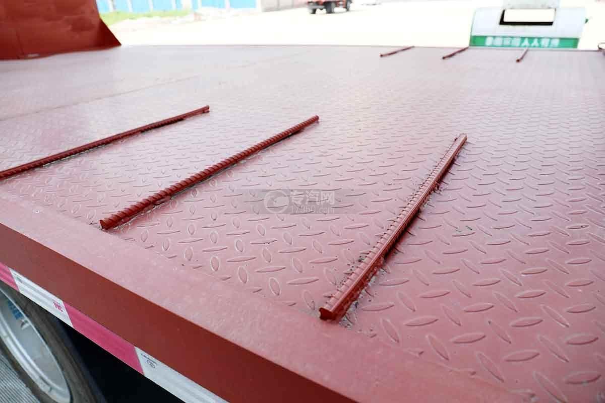 大运新奥普力国六单排平板运输车上装防滑条