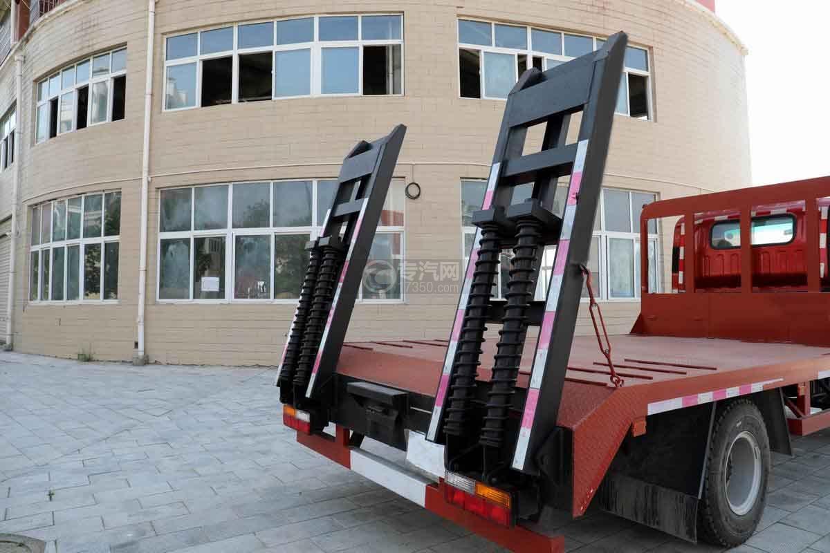大运新奥普力国六单排平板运输车爬梯