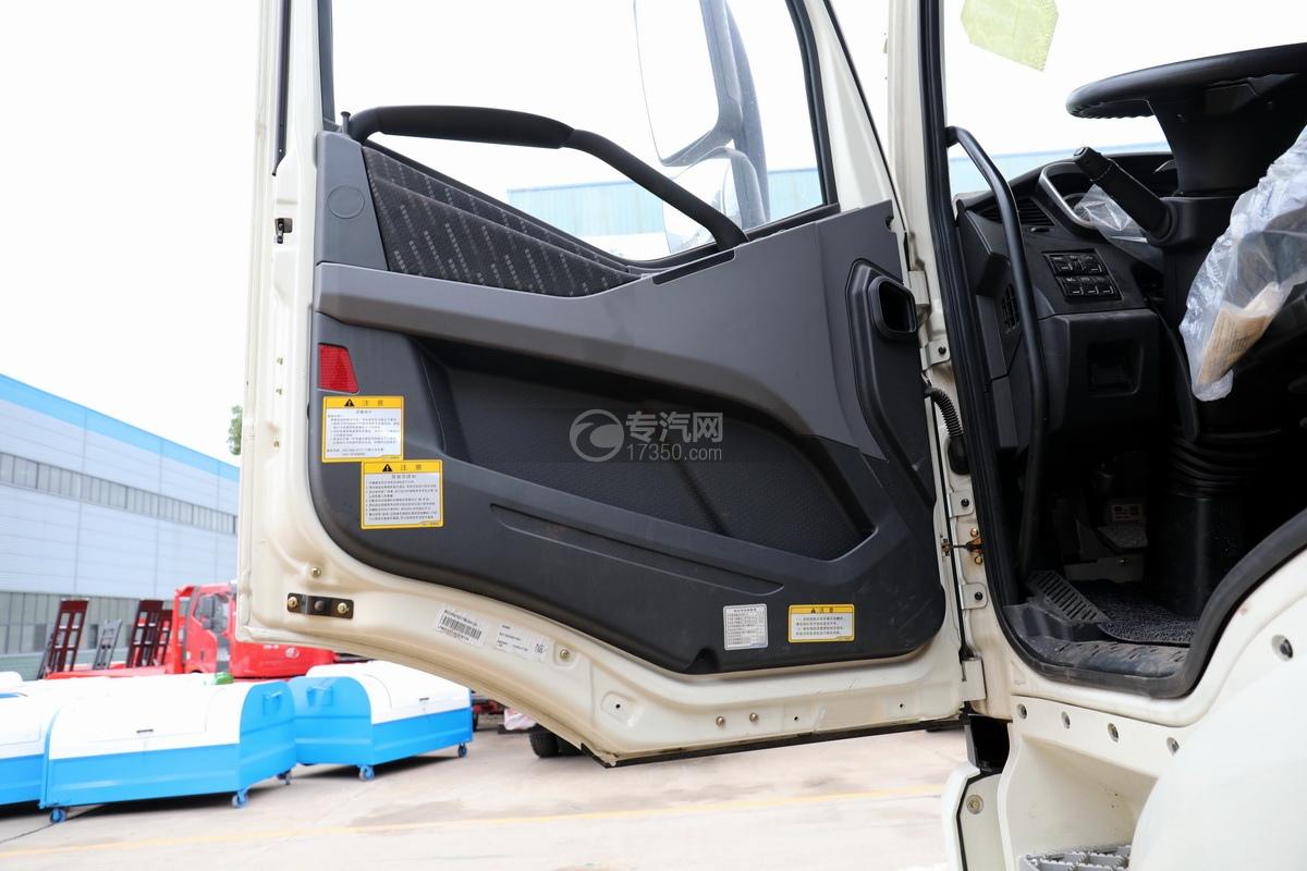 解放J6P前四后八国六拖吊联体清障车驾驶室车门细节
