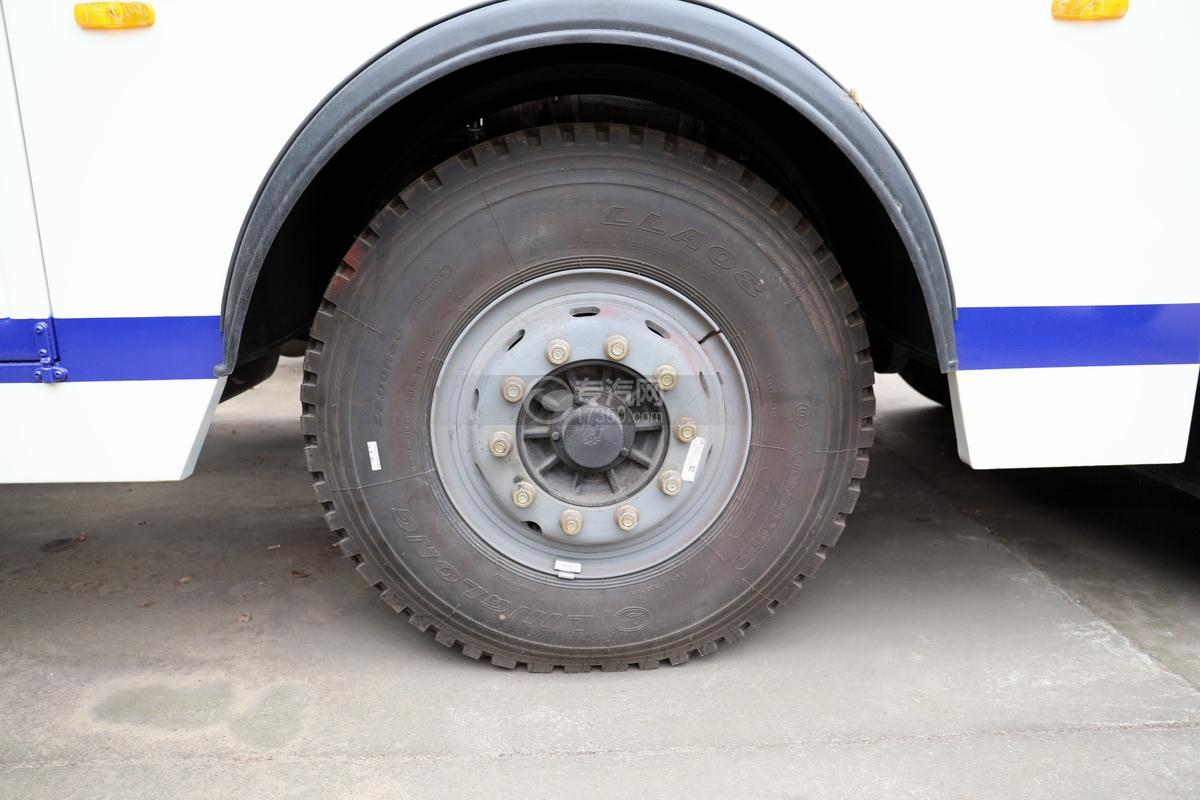 解放J6P前四后八国六拖吊联体清障车轮胎