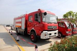 东风天锦水罐消防车图片