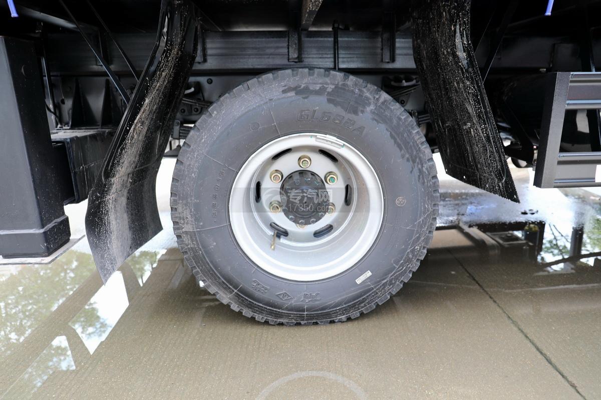 大运奥普力5吨直臂随车吊(蓝色)轮胎