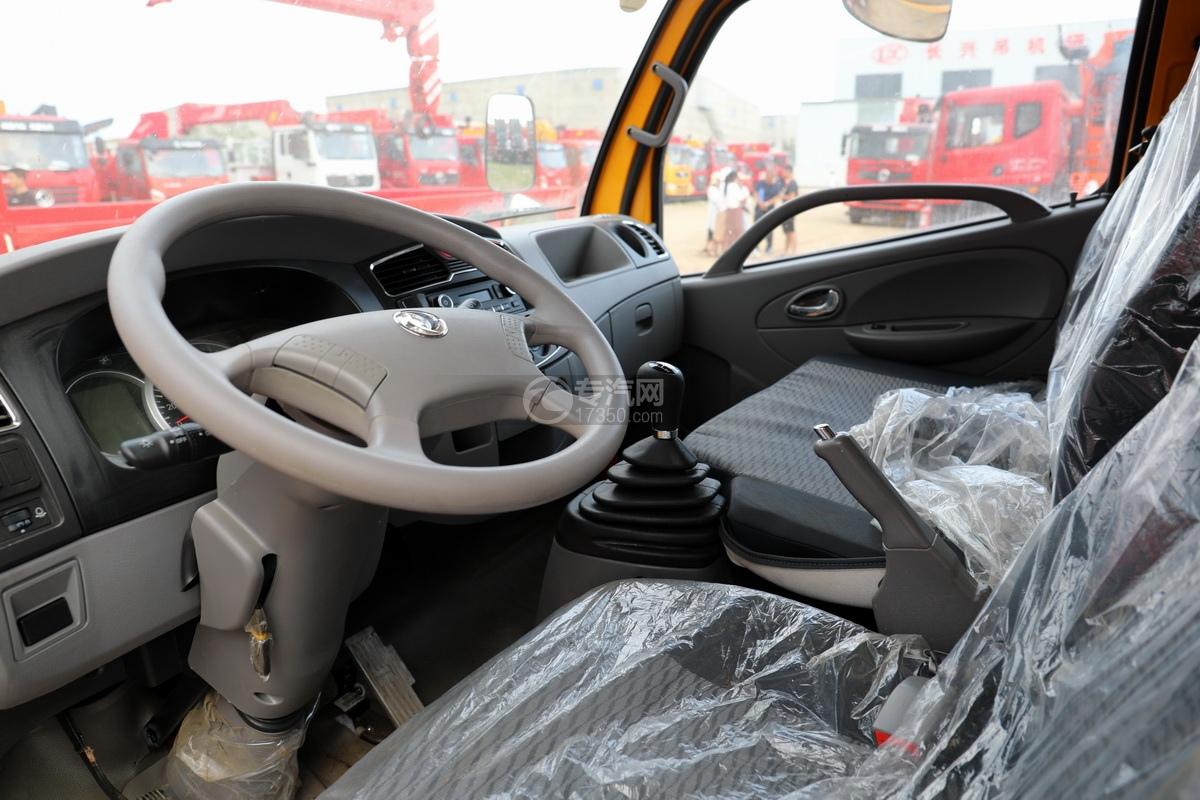 东风多利卡D6双排座直臂随车吊驾驶室