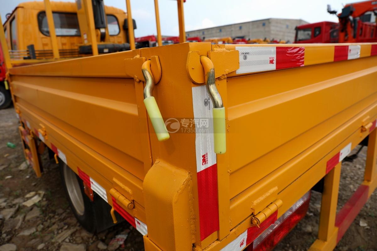 东风多利卡D6双排座直臂随车吊货箱细节