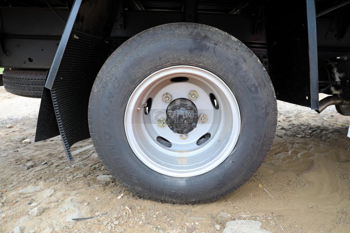 东风多利卡D6长兴3.5吨直臂随车吊轮胎