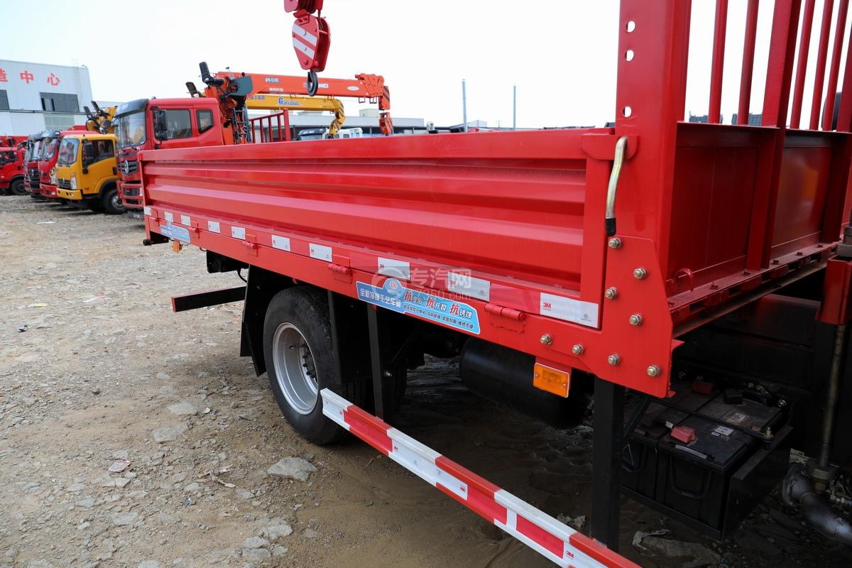东风多利卡D6长兴3.5吨直臂随车吊货箱细节
