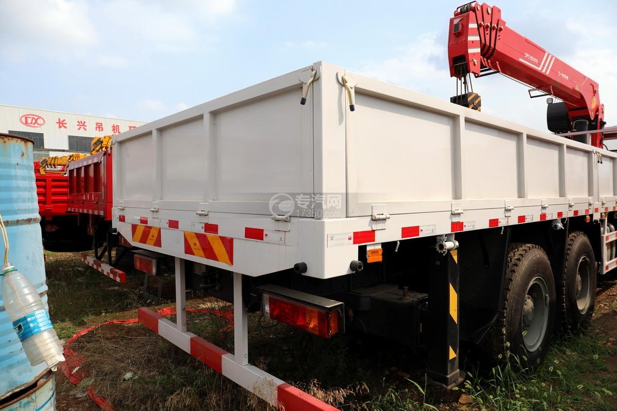 陕汽德龙新M3000前四后八国六14吨直臂随车吊货箱细节