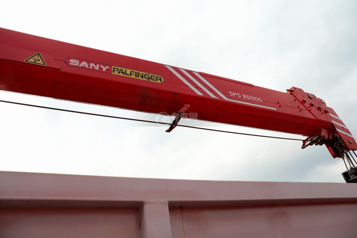 陕汽德龙新M3000前四后八国六14吨直臂随车吊吊机细节
