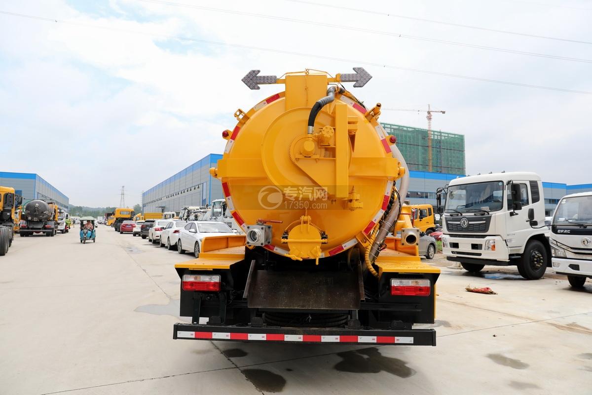 东风多利卡D7国六清洗吸污车(一体式罐体)正后图